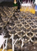 シャンパンが朝日にキラキラ
