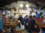 モッテの小屋の夕食の様子