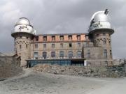 外観は要塞を思わせるクルムホテル