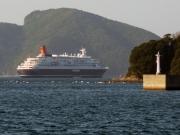 青方港沖のにっぽん丸