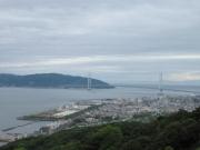 淡路島に続く明石海峡大橋