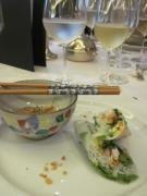 お箸をつかって食べられます。