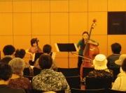 コントラバスとチェロの演奏 楽器の特徴などの説明もあり皆様興味深く聞き入っていました。撮影協力:横浜市民広間演奏会・日本郵船歴史博物館