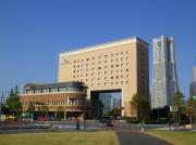 ナビオス横浜とランドマークタワーの遠望