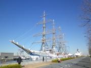 横浜港新港埠頭に停泊中の帆船「日本丸」