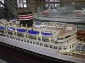 橿原丸の船体模型の奥には初代飛鳥が並んでいます。