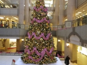 ガーデンスウエアにあるピンクゴールドのリボンをあしらったクリスマスツリー
