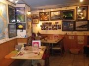店内の壁には篠原氏の撮影した南極や船の写真がいっぱい展示されています。